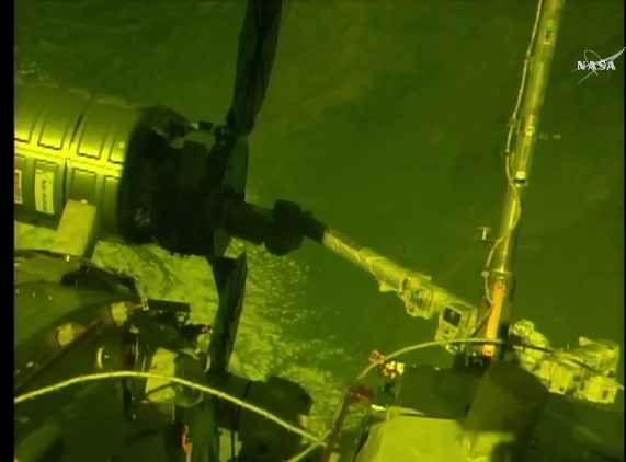 Il cargo spaziale Cygnus di Orbital ATK ha raggiunto la Stazione Spaziale Internazionale completando la missione Orb-7 Poco fa navicella spaziale Cygnus di Orbital ATK, partita il 18 aprile, ha raggiunto la Stazione Spaziale Internazionale ed è stata catturata dal braccio robotico Canadarm2. #nasa #cargospaziali #cygnus