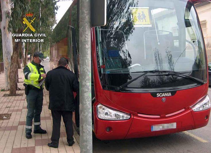 Denunciado el conductor de un autobús de transporte escolar por duplicar la tasa máxima de alcoholemia