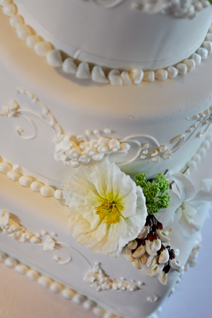 traditional wedding cake: Traditional Weddings Cakes, 26Th 2014, Flower Accent, Round Cakes, Decadent Desserts, Ice Details, April 26Th, Beads Ice, Delicate Beads