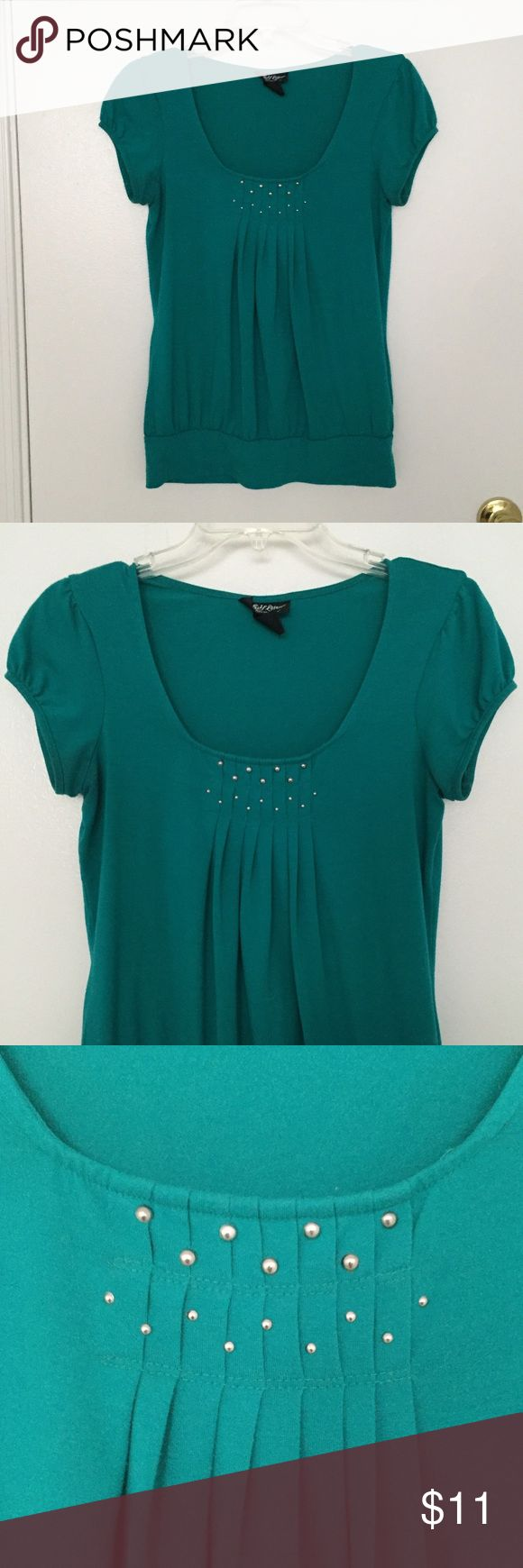 Teal/Green Short-Sleeved Top Teal/Green Short-Sleeved Top; Also listed on Mercari 🛍 Tops