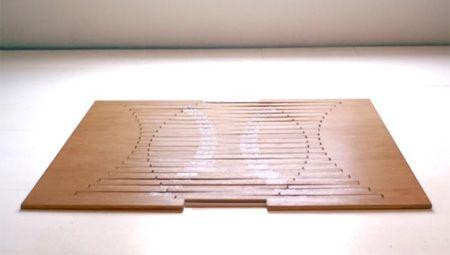"""Muebles innovadores realizados por el talentoso diseñador holandés Robert Van. La mesa, un taburete, y la silla se inspira en la idea de crear una superficie plana que sea capaz de transformarse en un mueble, simplemente """"ascendiendo"""". Cuando no esté en uso, estos muebles plegables pueden ser fácilmente almacenados detrás de una puerta o debajo …"""