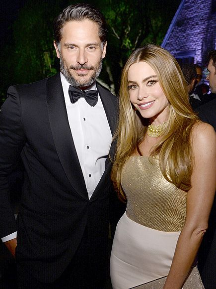 Sofia Vergara & Joe Maganiello engaged. Christmas 2014  Love these two, together. :)