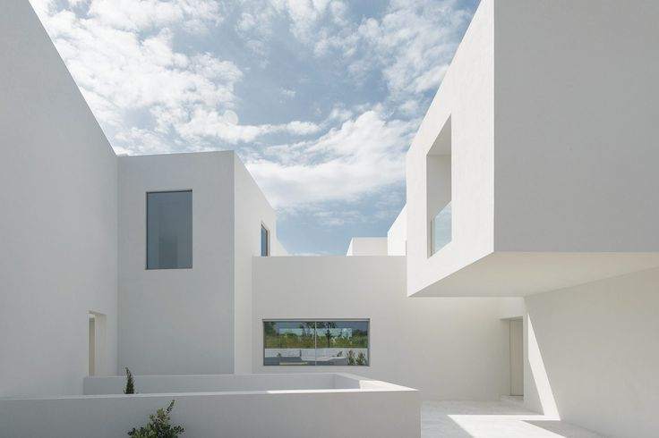 Gallery of Between Two White Walls / Corpo Atelier - 11