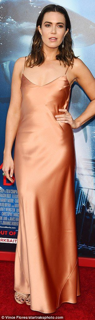 Braless Mandy Moore's chest steals the show at 47 Meters Down premiere #dailymail