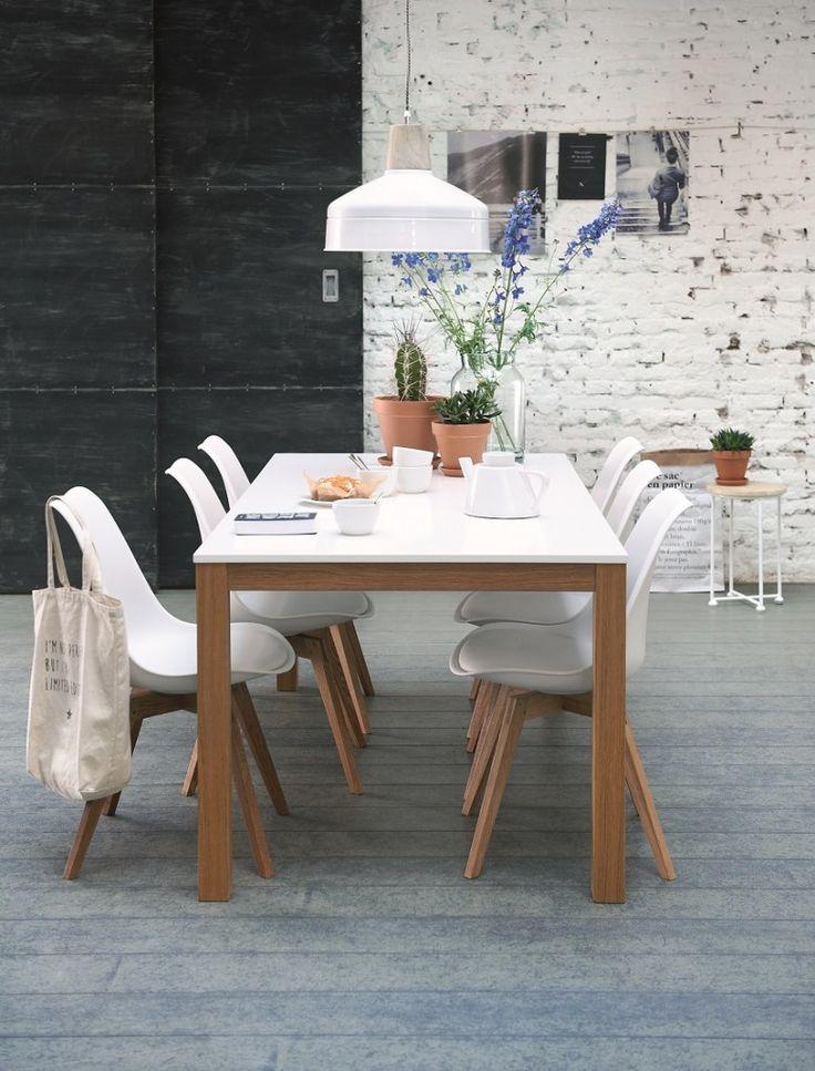 Woonwarenhuis Leen Bakker heeft samen met een jong team ontwerpers een nieuwe collectie meubels ontworpen onder de naam UMIX, zoals deze witte eetkamerstoelen. Meer wooninspiratie voor het inrichten van je huis op http://www.interieurinspiratie.nl/