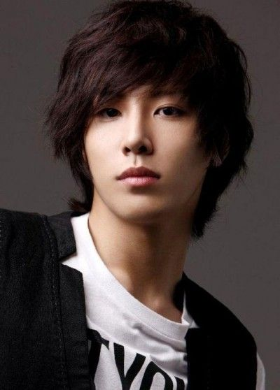 Gorgeous long messy hairstyle for Asian men