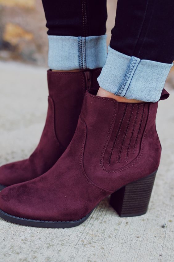 Burgundy boots for woman