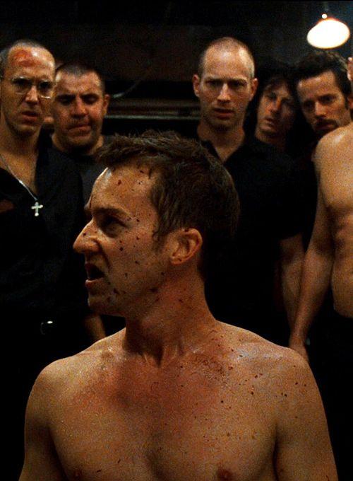 CLUBE DA LUTA, 1999 - Dirigido por David Fincher. Título original: Fight Club. Elenco: Edward Norton, Brad Pitt, Helena Bonham Carter. Gênero: Drama/ Suspense. País de origem: EUA.