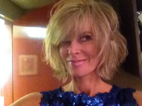 love Eileen Davidson's new haircut!! now I just need to ...