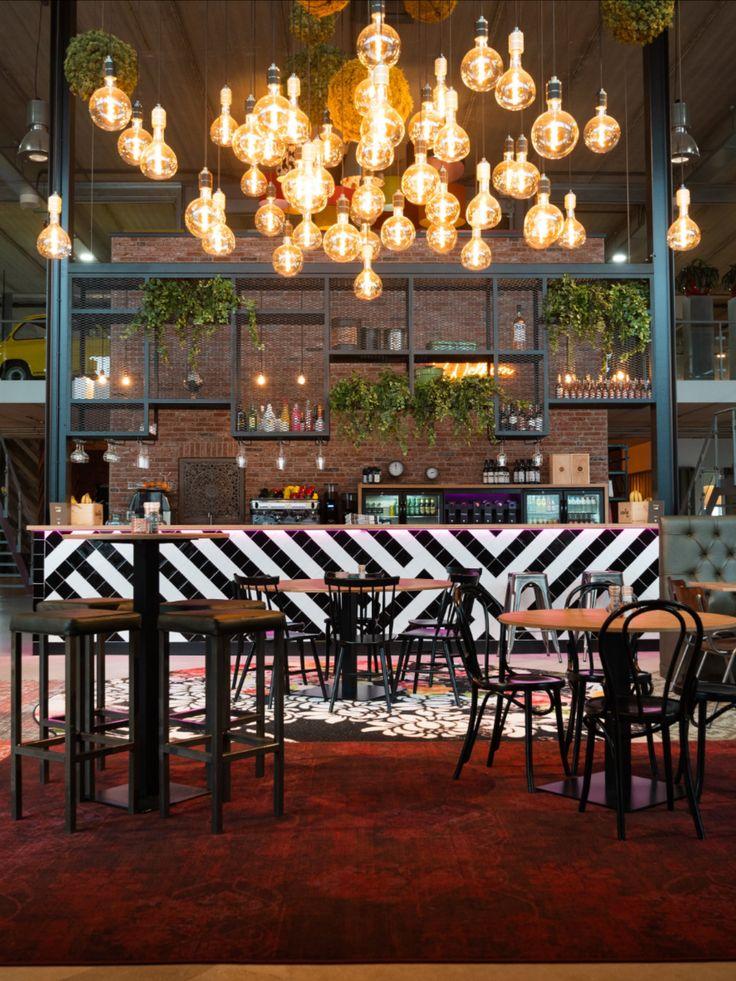 Een karakteristiek café met luxe bar op kantoor! in 2020