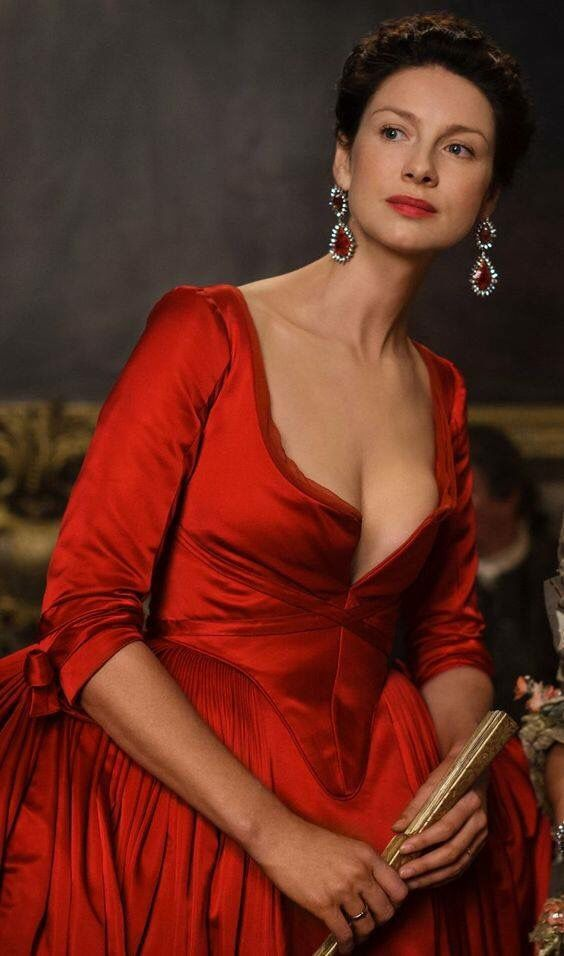 """#Outlander #S2 """"the"""" red dress..."""