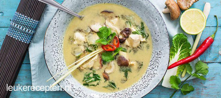 Makkelijke versie van deze thaise kokossoep met kip, shiitake en paksoi
