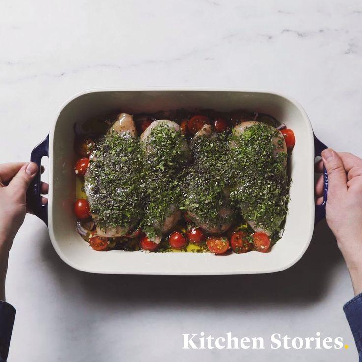 Schnelles Hähnchenbrustfilet mit Tomaten und Kräutern aus dem Ofen – Kitchen Stories