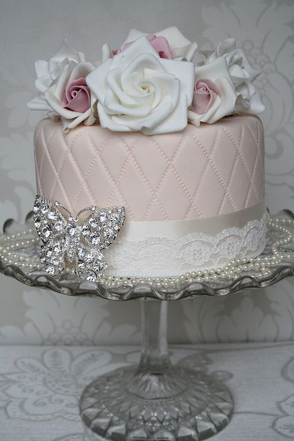 Vintage Wedding Cake, glass cakestand ... Wedding ideas for brides, grooms, parents & planners ... https://itunes.apple.com/us/app/the-gold-wedding-planner/id498112599?ls=1=8 … plus how to organise an entire wedding ♥ The Gold Wedding Planner iPhone App ♥