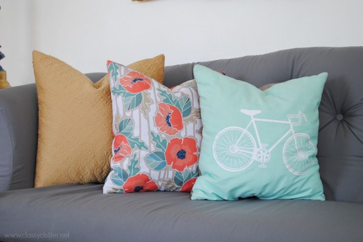 bright - mismatched - pillows.  would like to do in different colors.  makes room more relaxed