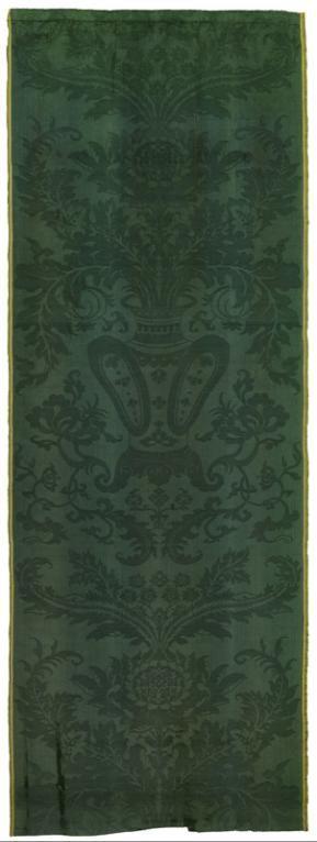 Damas des Indes à décor de vase chinois et de tournesol, France ou Italie, vers 1700-1710, MT 36662. Numéro primitif disparu, réinventorié, 1975. © Musée des Tissus, Pierre Verrier