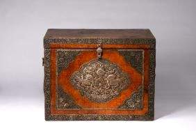 A LARGE TIBET SILVER-INLAID WOOD BOX