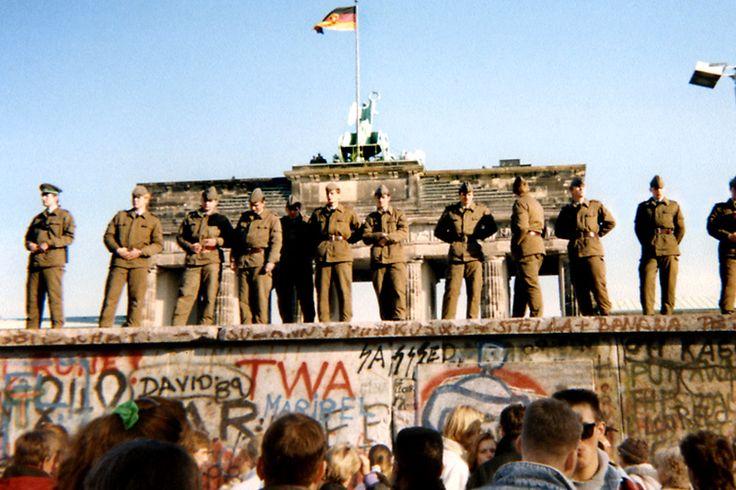 Se cumplen 28 años de la caída del Muro de Berlín - http://www.notiexpresscolor.com/2016/11/09/se-cumplen-28-anos-de-la-caida-del-muro-de-berlin/