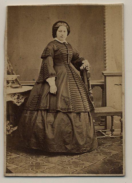 cdv dress photographer: Ferenc Veress (Kolozsvár 1832 - 1916 ) ca: 1860-63