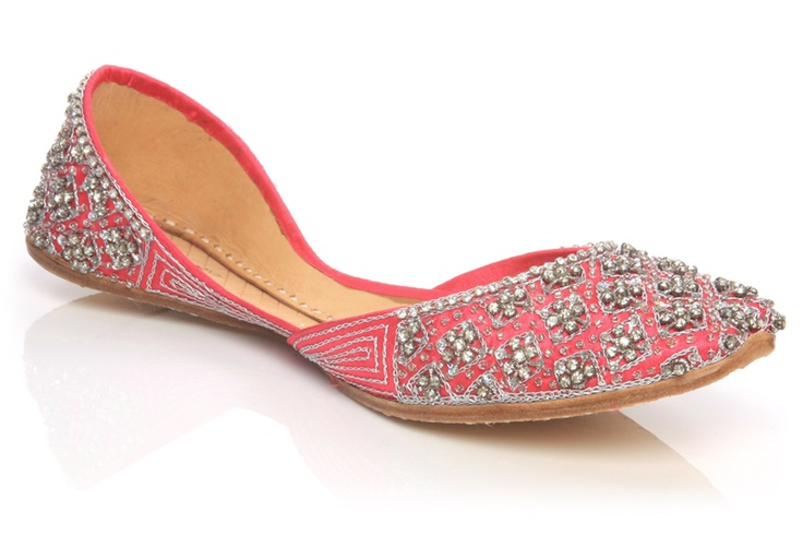 Awesome design of Women Khussa Shoe! go here for more info: http://www.unze.co.uk/ladies-indian-slippers-khussa-shoes.html