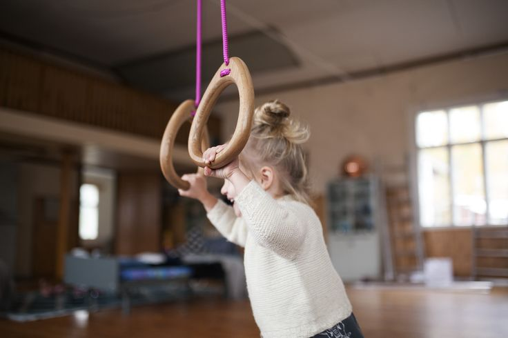 Lillagunga Rings in oak with fuchsia coloured ropes. By @karinlindroos