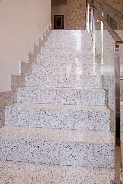 Granito branco polar escada  A Alonso Mármores produz peças em pedras naturais ou industrializadas sob medida de acordo com seu projeto.  Orçamento online: http://www.alonsomarmores.com.br/  #Granito #GranitoPolar #GranitoBranco #GranitoBrancoPolar #EscadaGranito #EscadaGranitoBranco #EscadaGranitoPolar #EscadaGranitoBrancoPolar
