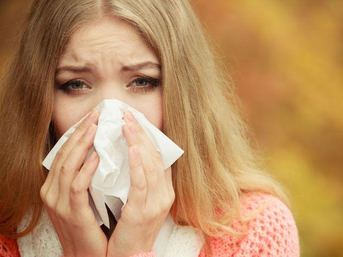 El otoño es una de las épocas más hermosas del año, pero también puede convertirse en una pesadilla para las personas que sufren de alergias y rinitis. Es en esta temporada cuando la inflamación de las fosas nasales se incrementa entre la población hasta en un 15%.