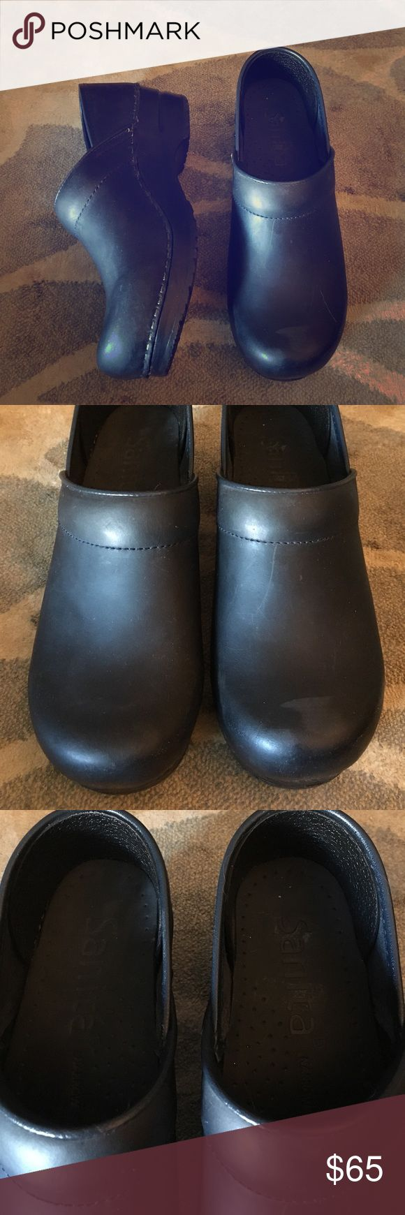 SANITA//navy clogs 36 soles are perfect just minor scuffing on the outsides! would look perfect with some navy shoe polish. size 36 Sanita Shoes Mules & Clogs