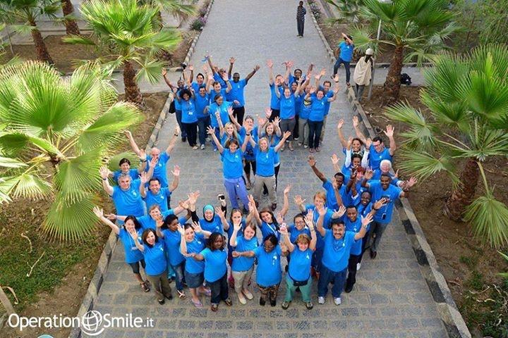 Si conclude oggi la nostra #missione a Mek' ele, #Etiopia. Fino a ieri, sono stati contati 88 bambini operati e altrettanti nuovi sorrisi! Un immenso grazie ai nostri fantastici #volontari che, con questa #foto, ci regalano un sorriso in più! Guardate bene...lo vedete? E' un #sorriso gigante ed è tutto per voi!
