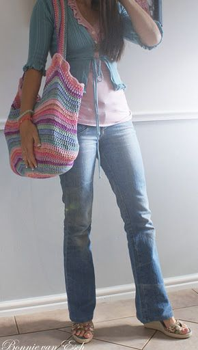 Living life creatively... Crochet bag: free pattern/link