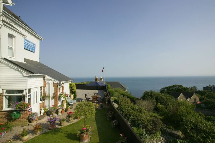 www.theholidaycottages.co.uk, Wyndcliffe Holiday Apartments, Ventnor, Isle of Wight, England. Self Catering. Cottage. Coast. Sea. Beach. Apartment. Travel. 4 Star. Relax. Sea View.