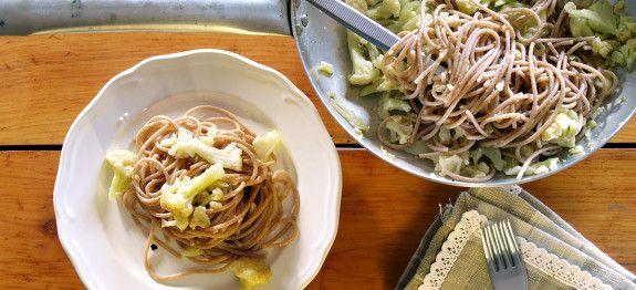 Spaghetti di farro aglio, olio e cavolfiore | Ricette Farro