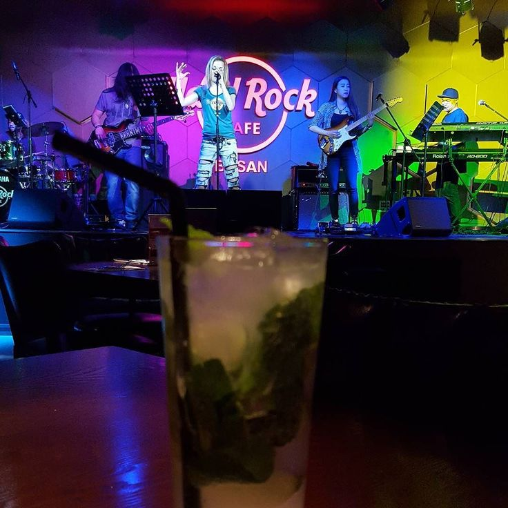 Mojitos at the Hard Rock with love music to rock out to. Perfect spring Thursday night with my Lovey #mojitos #hardrockbusan #lovelivemusic