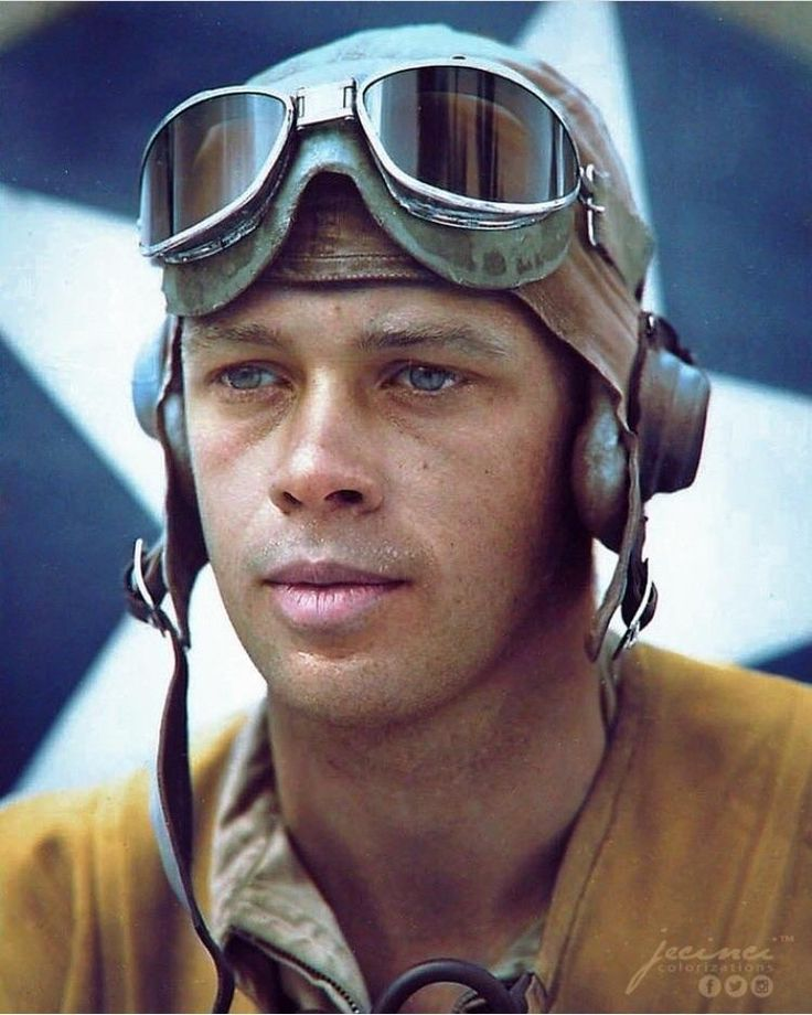 This World War II Marine pilot who looks like Brad Pitt (source in comments)