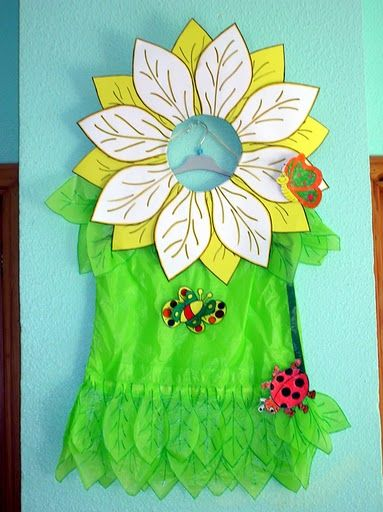 Disfraces escolares: de flor | idisfraz se podría hacer el cuerpo con una bolsa verde http://www.multipapel.com/producto-Bolsas-de-basura-de-colores-para-disfraces.htm