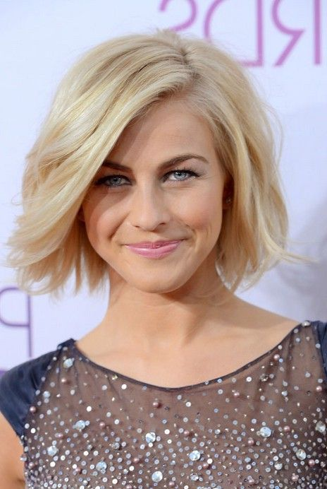 Short blonde tousled bob hairstyle from Julianne Hough – This casual contemporary look is great for women of all ages, who want something totally trendy but easy to style! The hair is cut into a bob which is the same length all around, with lightly textured ends for pretty, wispy tips. From an asymmetric side-parting,[Read the Rest]