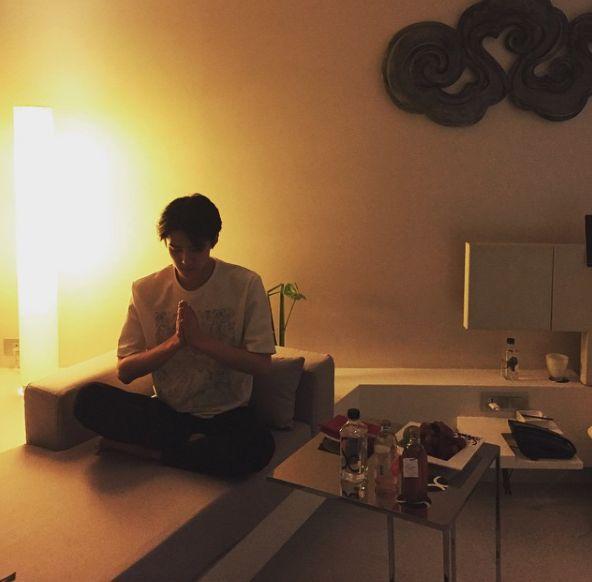Exo Oh Sehun maknae yoga calm pose