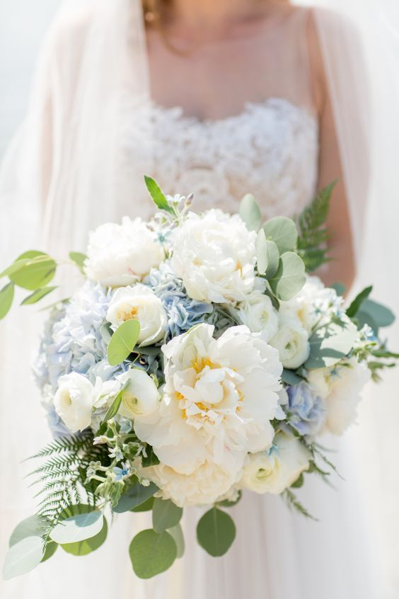 Ivory Peony and Blue Hydrangea Bouquet / http://www.himisspuff.com/beautiful-hydrangeas-wedding-ideas/6/
