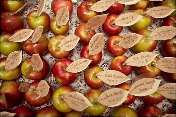 Edible place cards with recycled paper (can also do with pears, etc.) for a fall wedding