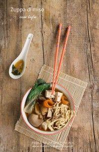 La tipica zuppa di miso giapponese in versione vegan Qualche giorno fa a pranzo eravamo io e mio marito e avevo voglia dimangiarequalcosa di nuovo e di leggero, ho pensato di provare una ricetta di ispirazione giapponese: lazuppa di miso vegana con tofu e funghi. La reazione di mio marito quando si è trovato davanti...Read More »