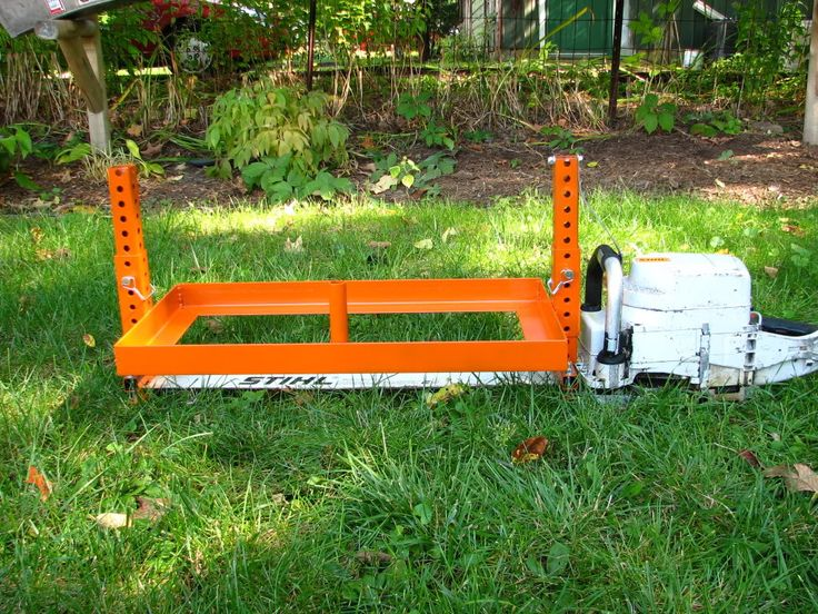 Simple and neat chainsaw mill jig! Looks really easy to put together