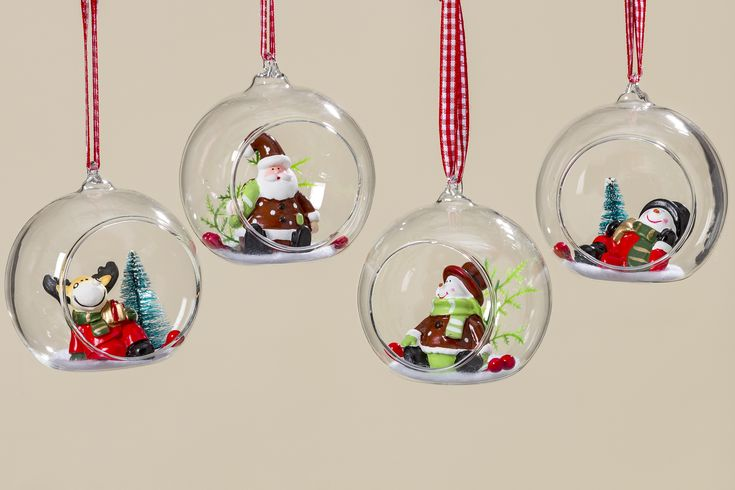 #christmasbauble #Weihnachtskugel #Weihnachtsschmuck #Baumschmuck #christmas #xmas #christmastree #snow #christmasaccessories #advent #december #cold #interiordesign #Wohnaccessoires #winter #nature #decoration #christmasdecoration #ChristmasShadows