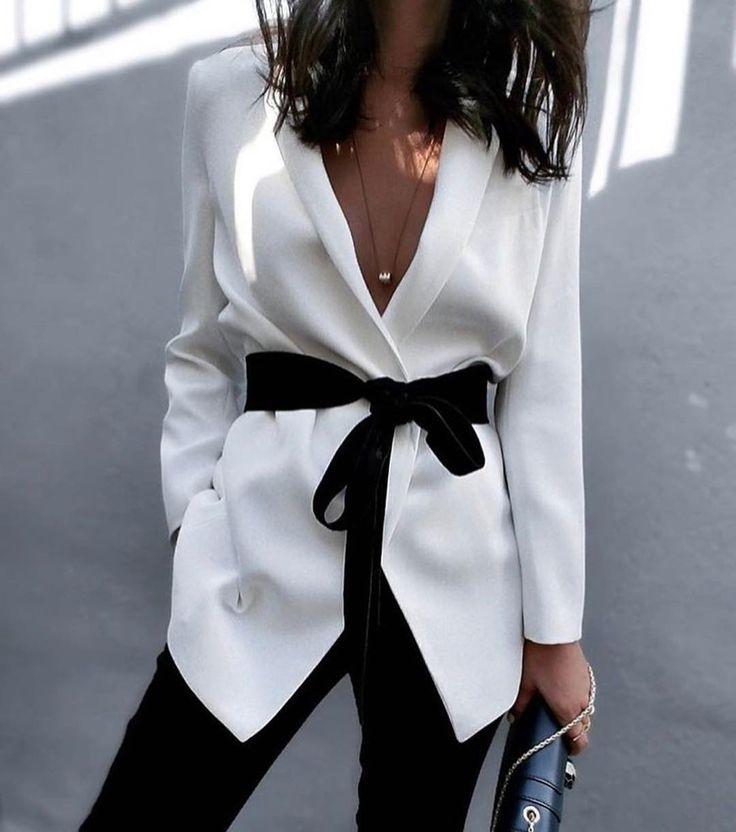 "Classy via @fashion_district_nyc ✔ #fashion #fashionista #fashionblogger #blackandwhite #beautiful…"""