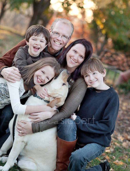 Cute Idea For A Family Portrait That Includes All The Members Of