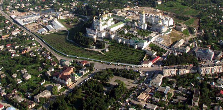 """Церква""""Відродження""""знаходиться в невеликому містечку Почаїв. Населення якого складає біля 10000. Воно є особливим тим, що там знаходиться центр російського православ'я, відома Почаївська лавра."""