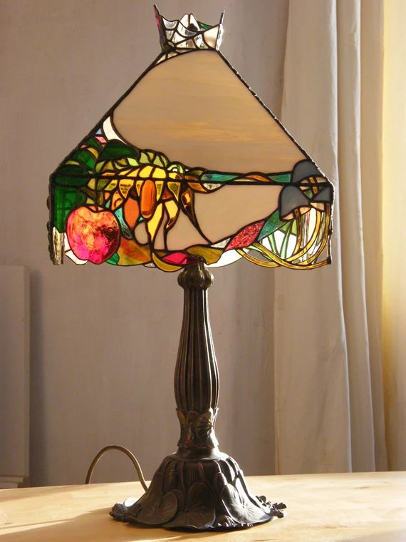 1000 images about lampes tiffany et bougeoirs on pinterest stained