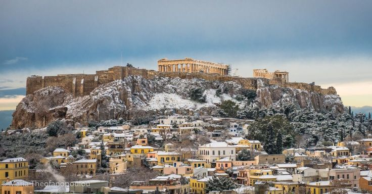 Photos: A Day of Sudden Snowfall in Athens.