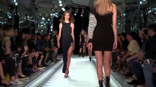 Anthony Vaccarello Ve Versus Versace - 2015 İlkbahar / Yaz Koleksiyonu - Anthony Vaccarello ve Versus Versace ilkbahar - yaz 2015 yeni trendler ile size sunmaktadır