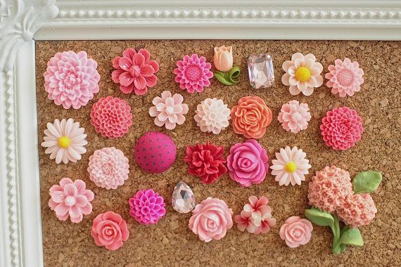 THIS IS A 30% DISCOUNTED ITEM FOR QUICK SALE. This coordinated gift box set of pink thumbtacks is perfect for those looking to add a bit of uniqueness to their memo board or fabric corkboard. Use it to hang jewelry or photos - whatever the task, these thumbtacks will satisfy!  Included