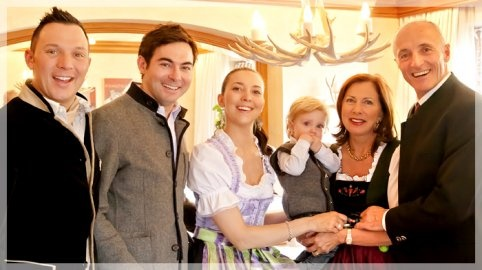 Hallo! Wir sind's ... Ihre Familie Stock:  Daniel, Alexander, Christine mit Sohn David, Barbara und Josef Stock